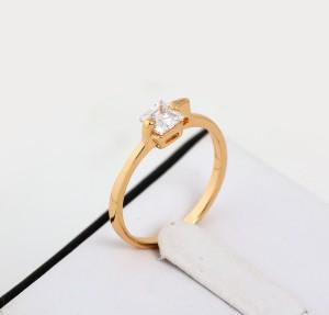 Крохотное кольцо с квадратным камнем и покрытием из жёлтого золота купить. Цена 99 грн или 310 руб.