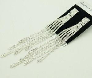 Свадебные серьги «Торжество» с бесцветными стразами в серебристом металле под белое золото купить. Цена 160 грн или 500 руб.