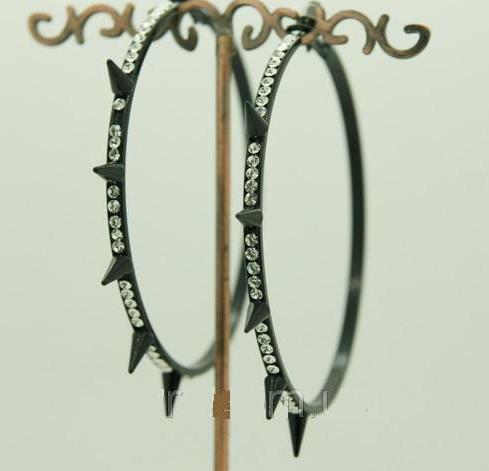 Чёрные серьги «Кольца большие» с шипами и бесцветными стразами купить. Цена 99 грн