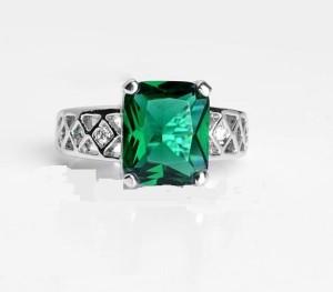 Великолепное кольцо «Барыня» (бренд-ITALINA) с зелёным камнем Сваровски и покрытием из белого золота фото 1