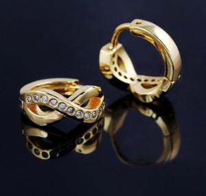 Оригинальные серьги в виде знака бесконечности с фианитами и покрытием из жёлтого золота купить. Цена 175 грн