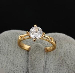 Очаровательное кольцо с круглым прозрачным камнем и золотым напылением купить. Цена 155 грн или 485 руб.