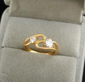 Элегантное кольцо с фианитами, покрытое слоями арабского золота купить. Цена 145 грн