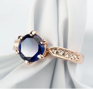 Классическое кольцо «Сапфирит» (бренд-ITALINA) с синим камнем Swarovski и золотым напылением купить. Цена 190 грн или 595 руб.