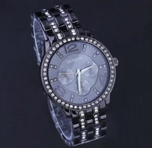 Большие чёрные часы «Geneva» на металлическом браслете со стразами фото. Купить