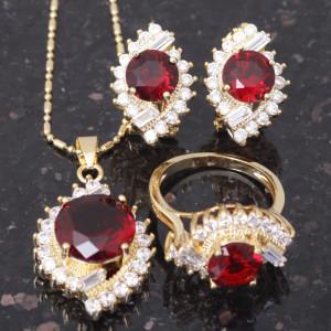 Яркий комплект «Куртизанка» из серёжек, кольца и подвески с красным камнем и позолотой купить. Цена 640 грн