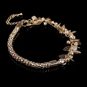 Объёмный браслет «Листопад» со стразами, листочками и покрытием под золото купить. Цена 99 грн или 310 руб.