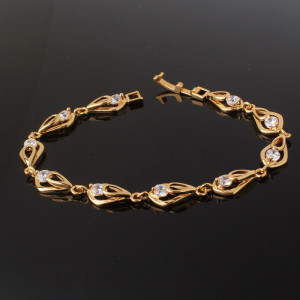 Очаровательный браслет «Капелла» с цирконами и 24-х каратным золотым напылением фото. Купить