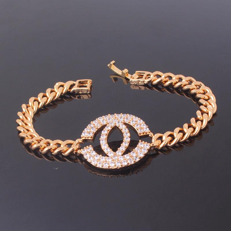 Брендовый браслет «Chanel Gold» в виде цепи с эмблемой, покрытой фианитами и позолотой купить. Цена 399 грн