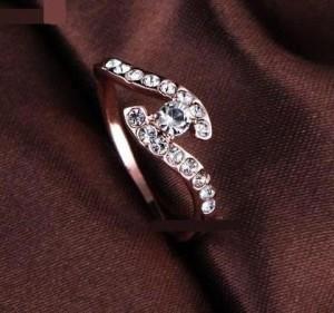 Миниатюрое кольцо «Хрусталик» (бренд-ITALINA) с камнями Сваровски и золотым напылением купить. Цена 175 грн