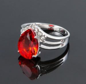 Очаровательное кольцо «Клио» с красным фианитом и покрытием из родия купить. Цена 120 грн