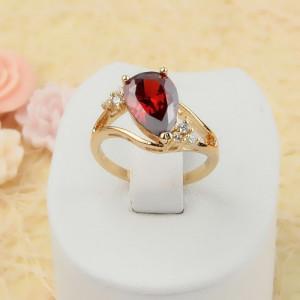 Превосходное кольцо «Княгиня в красном» с крупным цирконом, покрытое напылением из золота фото. Купить