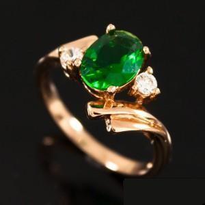 Неповторимое кольцо «Вельможа» с зелёным цирконом и покрытием из натурального золота купить. Цена 140 грн или 440 руб.