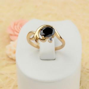 Маленькое кольцо «Бьянко» с чёрным фианитом и 18-ти каратным золотым напылением фото. Купить