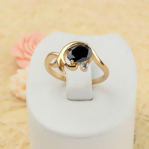 Маленькое кольцо «Бьянко» с чёрным фианитом и 18-ти каратным золотым напылением купить. Цена 165 грн