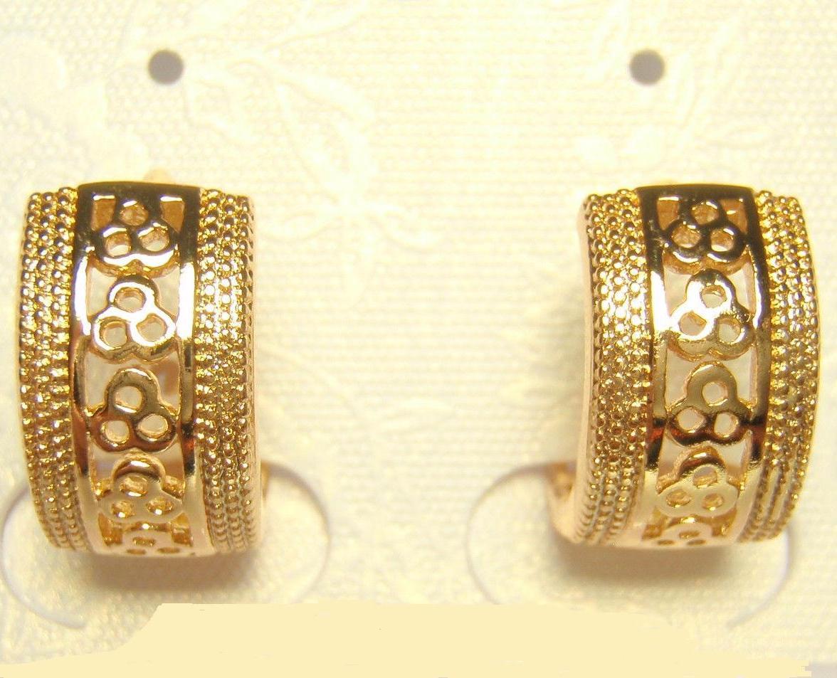 Небольшие серьги-колечки «Барселона» с ажурным узором без камней в позолоте купить. Цена 110 грн