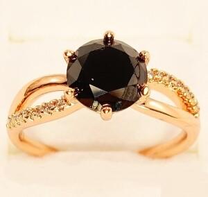 Классическое кольцо «Француаза» с чёрным цирконом в оправе с покрытием из золота купить. Цена 175 грн