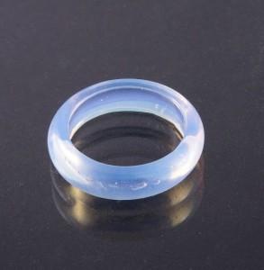 Бледно-голубое узкое кольцо из цельного лунного камня купить. Цена 50 грн или 160 руб.