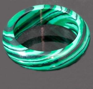 Зелёное кольцо из пресованного малахита купить. Цена 65 грн или 205 руб.