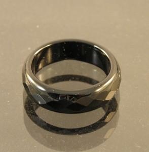 Стильное кольцо из чёрного агата с огранкой купить. Цена 35 грн или 110 руб.