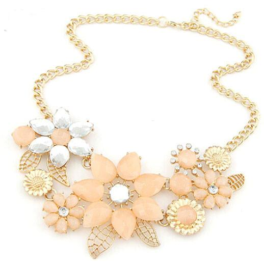 Модное ожерелье «Венеция» с кремовыми цветками со стразами на золотистой цепочке купить. Цена 190 грн