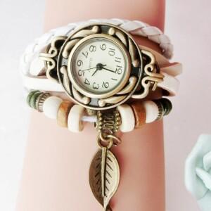 Белые часы «Quartz» в винтажном стиле с кулоном в форме листика купить. Цена 155 грн