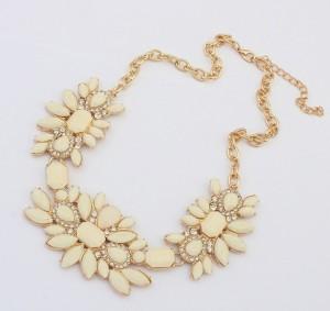 Крупное ожерелье «Жозефина» с бежевыми камнями и бесцветными стразами купить. Цена 199 грн или 625 руб.