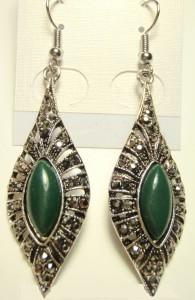 Недорогие удлинённые серьги «Моравия» в славянском стиле с чешским хрусталём и зелёным камнем купить. Цена 79 грн или 250 руб.
