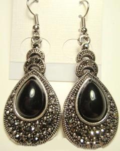 Чёрные серьги «Оклахома» из металла под чернёное серебро со стразами из чешского стекла купить. Цена 79 грн или 250 руб.