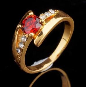 Чудесное кольцо «Фрейлина» классической формы с красным и бесцветными фианитами купить. Цена 135 грн или 425 руб.