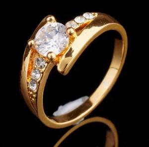 Красивое кольцо «Соната» с бесцветными камнями и покрытием под золото купить. Цена 135 грн