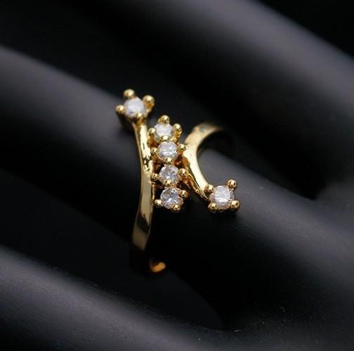 Красивое кольцо «Везувий» необычной формы с прозрачными фианитами и покрытием под золото купить. Цена 135 грн