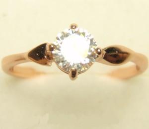 Обыкновенное позолоченное кольцо «Габриэль» с маленьким прозрачным цирконом купить. Цена 100 грн