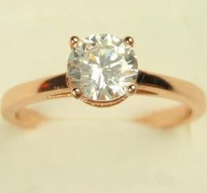 Скромное кольцо «Рондо» с круглым фианитом и качественной 18-ти каратной позолотой купить. Цена 100 грн или 315 руб.