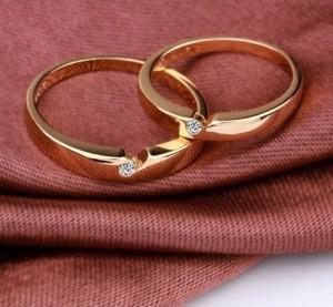 Очаровательное кольцо «Кроха» с маленьким фианитом и качественной позолотой купить. Цена 100 грн