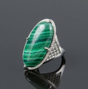 Овальное кольцо «Маркиз» с малахитом в оправе из бижутерного сплава купить. Цена 165 грн или 520 руб.