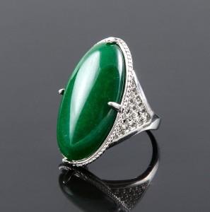 Массивное кольцо «Маркиз» с хризопразом в красивой металлической оправе купить. Цена 195 грн или 610 руб.
