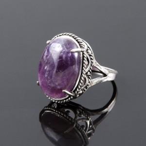 Фиолетовое кольцо с аметистом в серебристом металле в ретро-стиле купить. Цена 195 грн или 610 руб.