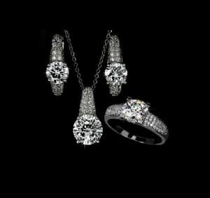 Сверкающий набор «Принцесса» из кольца, серёжек и подвески в белом металле с фианитами купить. Цена 370 грн или 1160 руб.