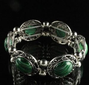 Старинный браслет с малахитом в серебристой оправе из металла на резинке купить. Цена 215 грн