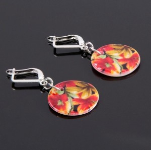 Лёгкие серьги-диски из перламутра с ярким цветочным рисунком купить. Цена 25 грн или 80 руб.