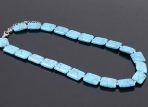 Плоские голубые бусы из пресованной бирюзы под лаком купить. Цена 110 грн или 345 руб.