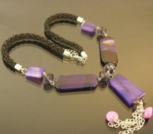 Шикарные бусы из крупных камней агата сиренево-фиолетового цвета купить. Цена 199 грн