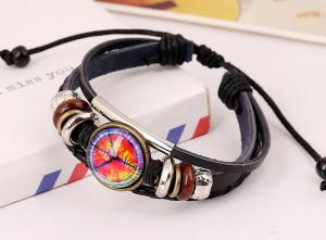 Чёрный кожаный браслет с фенечками и медальоном на скользящем замке фото. Купить