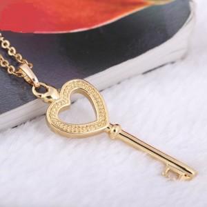 Романтичная подвеска в форме ключа на тонкой цепочке, покрытая качественной позолотой фото. Купить