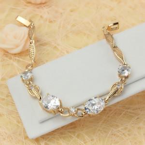 Эксклюзивный браслет «Виктория» с крупными овальными цирконами и золотым напылением купить. Цена 370 грн или 1160 руб.