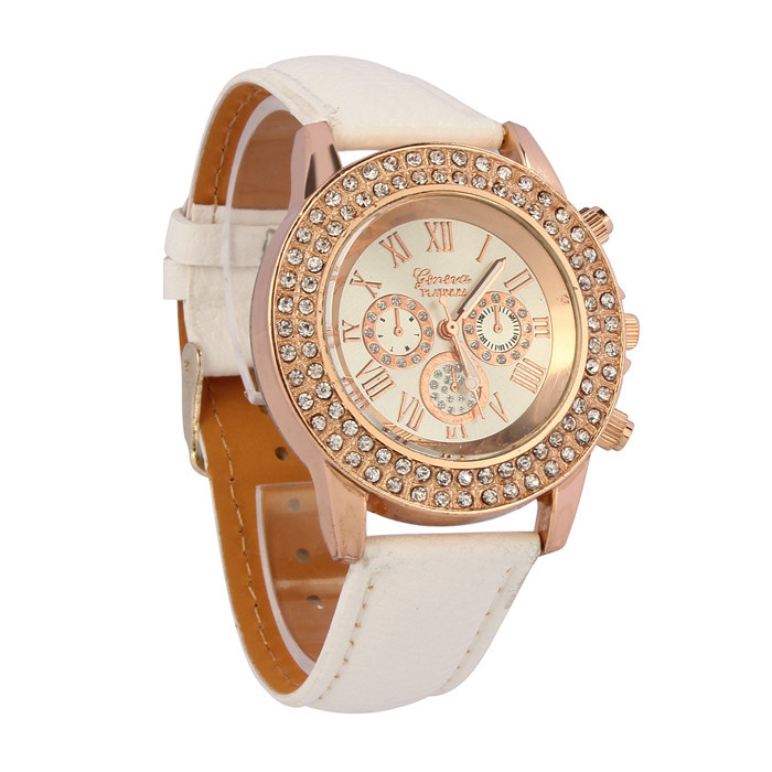 Гламурные женские часы «Geneva» с белым ремешком и стразами на корпусе купить. Цена 255 грн