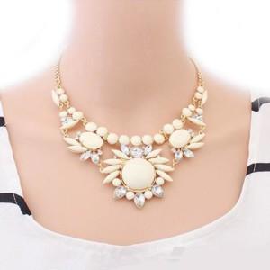 Элегантное ожерелье «Сарагоса» с камнями бежевого цвета и белыми стразами купить. Цена 195 грн