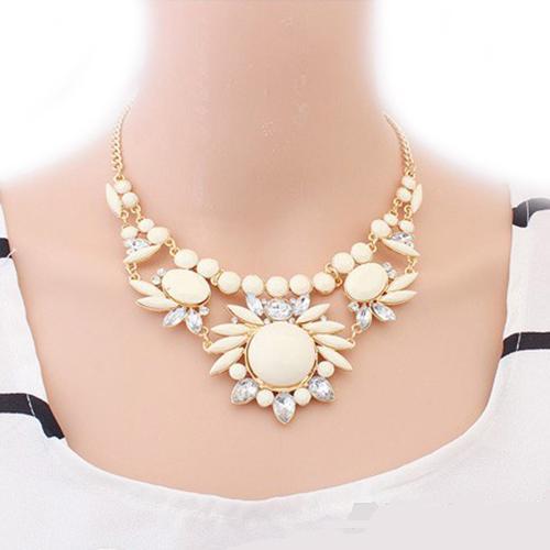 Элегантное ожерелье «Сарагоса» с камнями бежевого цвета и белыми стразами купить. Цена 225 грн