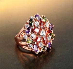 Пёстрое кольцо «Цветочный ковёр» круглой формы с разноцветными кристаллами Сваровски и позолотой купить. Цена 290 грн